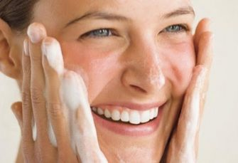 Cleansing Your Face the All-Natural Way (with things you can pronounce)